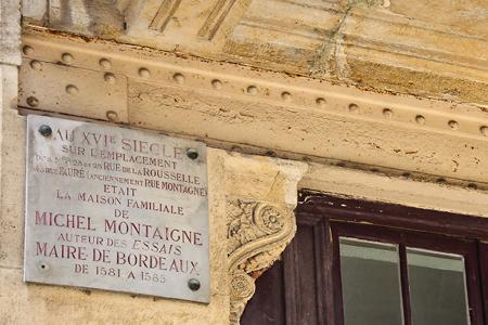 Les édiles de Bordeaux ont lu le Journal de voyage de Stendhal. On trouve aujourd'hui une plaque à l'emplacement de la maison où vécue le maire de Bordeaux il y a plus de quatre siècles.