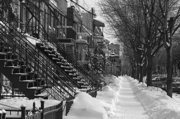 La rue Valois sous la neige v nb