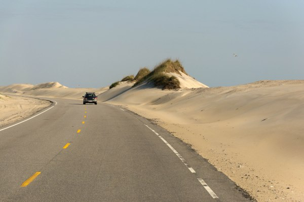 Route 12, en traversant les Outer Banks sur le bord de l'Atlantique, en Caroline du Nord