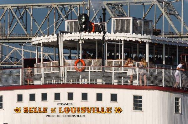 Bal de graduation sur la Belle de Louisville, en croisière sur la rivière Ohio, un soir de mai