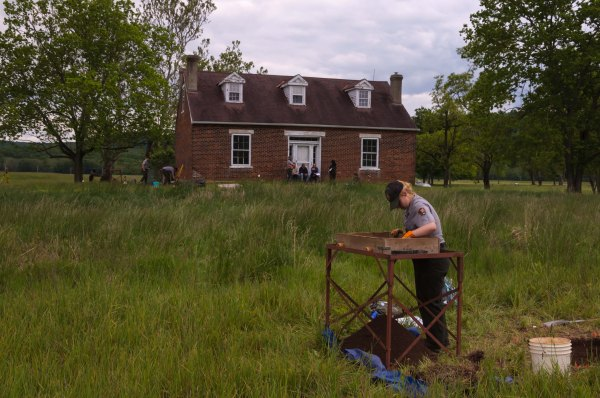 Travaux d'archéologie sur un des sites du Hopewell Culture National Historical Park