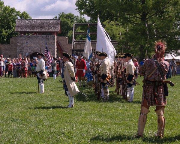 Commémoration de la remise du Fort par les Français aux Anglais en 1765, conformément au Traité de Paris de 1763.