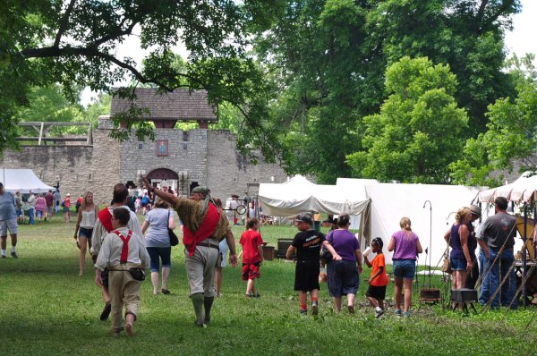 Le Rendez-vous de Fort de Chartres a lieu chaque année, la première fin de semaine de juin.