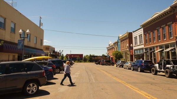Laramie - Le train passe au bout de la rue